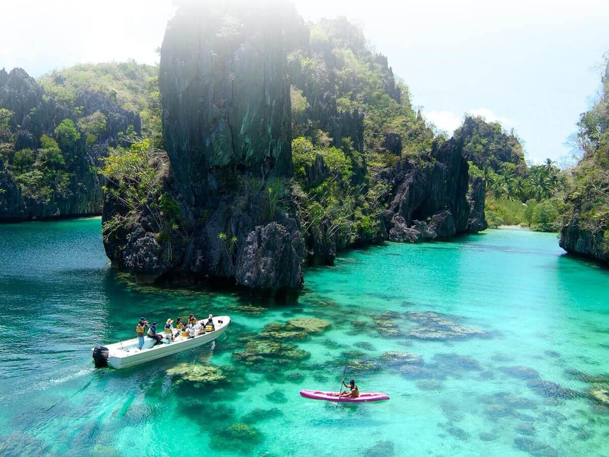 kayaking in El Nido Palawan, Philippines